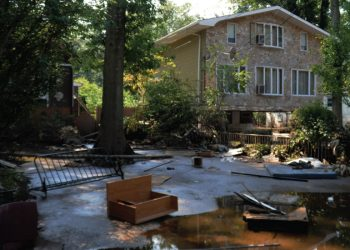 Wright Flood - How-to-Handle-Debris-After-a-Flood-